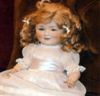 """32e14ab057 5. """"เมอร์ซี่ ผีเด็ก"""" """"เชอร์รี่ คุน""""เป็นเจ้าของตุ๊กตาหน้าตาน่ารักสูง 45  เซนติเมตร ที่คาดว่าจะมีวิญญาณของเด็ก7 ขวบสิงอยู่  ตั้งแต่เธอประมูลมันมาจากเวปไซต์อีเบ ..."""