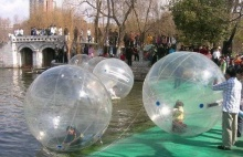 ลูกบอลน้ำน่าเล่นจังเลย!! (2)