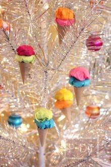 ทำของตกแต่งบอร์ด ต้นไม้ ด้วยกรวยไอศกรีมสีสด