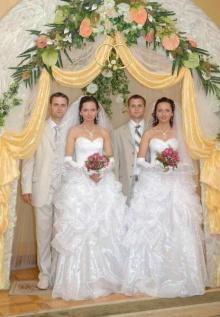 มาดูพี่น้องคู่แฝดแต่งงานกันเร็ว!!