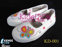รองเท้าผ้าใบเพ้นต์ลายของเด็ก