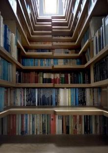 บันไดหนังสือ