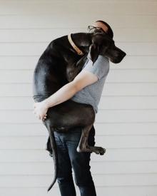 อบอุ่น รักกัน คนกับหมากอดกัน!