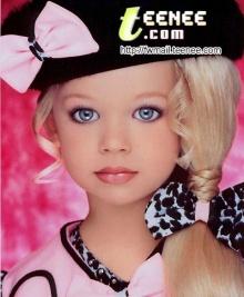 ผู้หญิงที่เหมือนตุ๊กตาบาร์บี้มาก ๆ