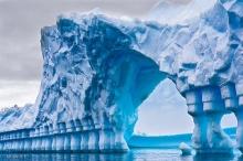 ตื่นตา! สะพานน้ำแข็งยักษ์แห่งทวีปแอนตาร์กติกา