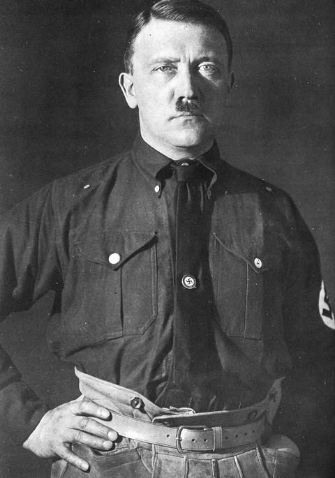 อดอล์ฟ ฮิตเลอร์  ผู้นำนาซีเยอรมัน ผู้นำแนวคิด ชาตินิยมมาสู่เยอรมัน