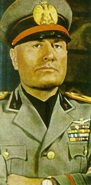 เบนิโต  มุสโสลินี ผู้นำเผด็จการของอิตาลีและหัวหน้าพรรคฟาสซิสต์