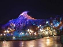 รูปแสงไฟใน Disney Land ตอนกลางคืน