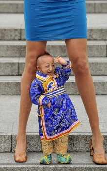 เมื่อผู้ชายที่ตัวเล็กที่สุดในโลกเจอผู้หญิงที่สูงที่สุดในโลก!!