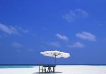 หาดทราย โขดหิน กับน้ำทะเล