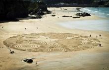 น่าทึ่ง!! ศิลปะการวาดทราย โดยใช้คราด