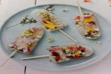 ไอศครีม ที่มีน้ำแข็งดอกไม้