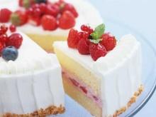 .. เค้กสตอเบอร์รี่จ้า .. \(^∇^)/