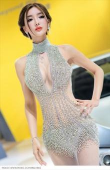 'Li Ying Zhi' ชุดเธอในงาน Auto China 2012