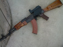 Avtomat Kalashnikova (AK)