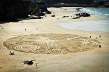 ศิลปะการวาดทราย โดยใช้คราด