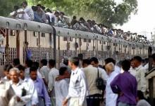 รถไฟที่อินเดีย (_*_)