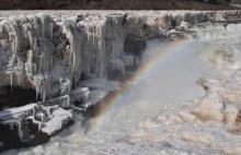 อัศจรรย์น้ำตกทั้งสายกลายเป็นน้ำแข็ง