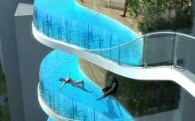 อินเดียสร้างอพาร์ทเม้นท์หรู แทนที่ระเบียงด้วยสระว่ายน้ำ