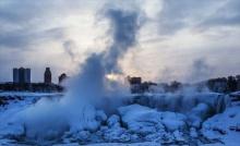 น้ำตกแองการ่า กลายเป็นน้ำแข็ง