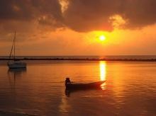 อรุณรุ่งฟ้าเมืองไทย