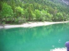 ทะเลสาบมรกต..สวยมาก ที่ไหนไม่รู้!!