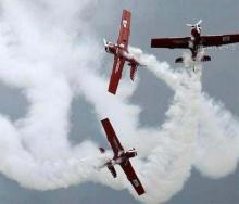 ภาพเหตุการณ์เครื่องบินชนกันกลางอากาศ