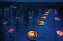 โรงแรมสุดโรเมนติก อยู่ใจกลางหิมะ นอนดูแสงออโรร่ายามค่ำคืน
