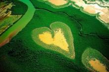 เกาะที่ธรรมชาติสร้างให้เป็นรูปหัวใจ