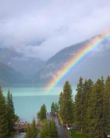 เลค หลุยส์ ทะเลสาบสีมรกต ความงามแห่งอัลเบอร์ต้า
