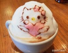 ศิลปะบนฟองนมแก้วกาแฟลาเต้