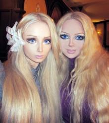 สาวคู่แฝด หน้าคล้ายบาร์บี้