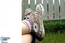 ภาพถ่ายรองเท้าผ้าใบจ้า