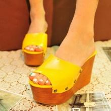 แฟชั่นรองเท้าสุดอินเทรนด์ ปี 2012