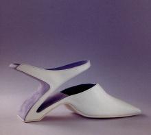 แฟชั่นรองเท้า ที่แปลกแต่จริง..!!