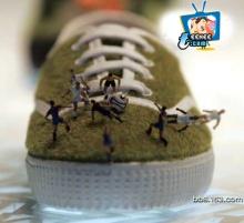 รองเท้าผ้าใบสวยใส กับ ศิลปะจิ๋วๆ
