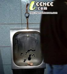 ผงะ!! พบสิ่งที่ผู้ชายลืมไว้ในห้องน้ำชาย