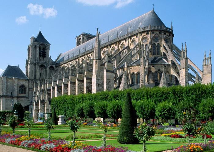 มหาวิหารบอร์ ฝรั่งเศส