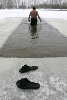ว่ายน้ำแบบหน๊าว หนาว.....ที่รัสเซีย
